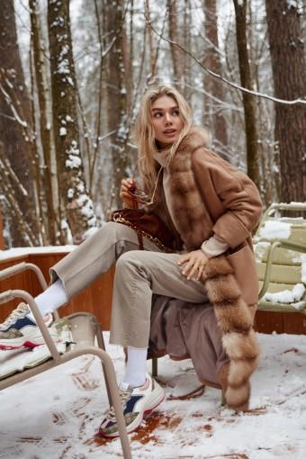 Модное пальто с мехом куницы