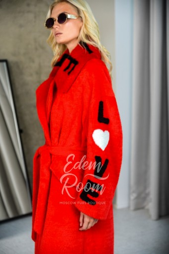 Красное итальянское пальто с мехом
