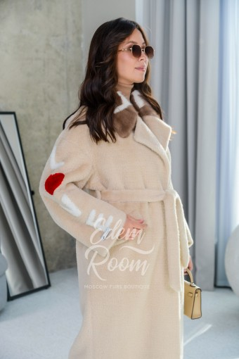 Люксовое пальто с меховым воротником