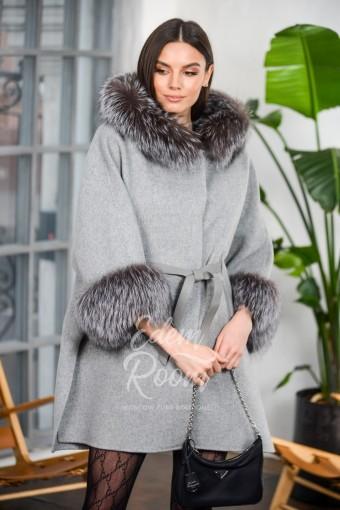 Шерстяное пальто - пончо с мехом лисы