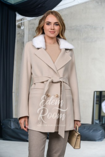 Укороченное пальто под пояс