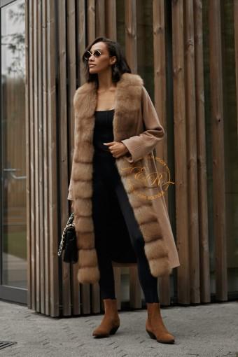 Элитное пальто отороченное мехом куницы
