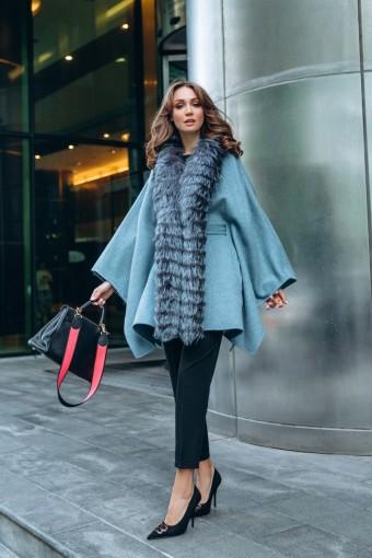 Пальто - пончо украшенное мех чернобурой лисы