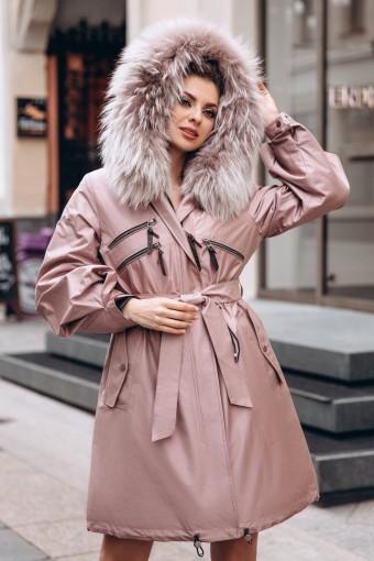 Розовая парка - плащ с мехом енота
