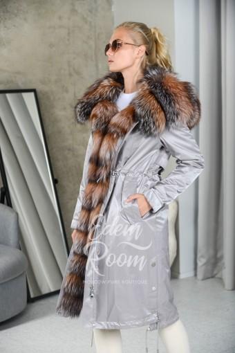 Парка - пальто с большим меховым капюшоном