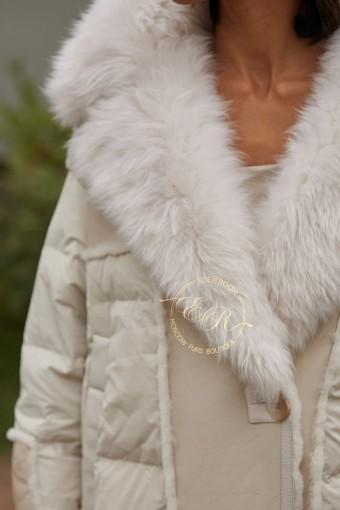 Светлый пуховик -дублёнка с мехом тиградо