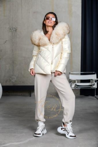 Куртка пуховая  с мехом енота