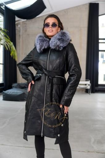 Утеплённое кожаное пальто с меховым капюшоном