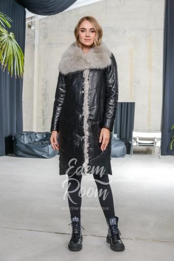 Утеплённое пальто из кожи с меховым воротником