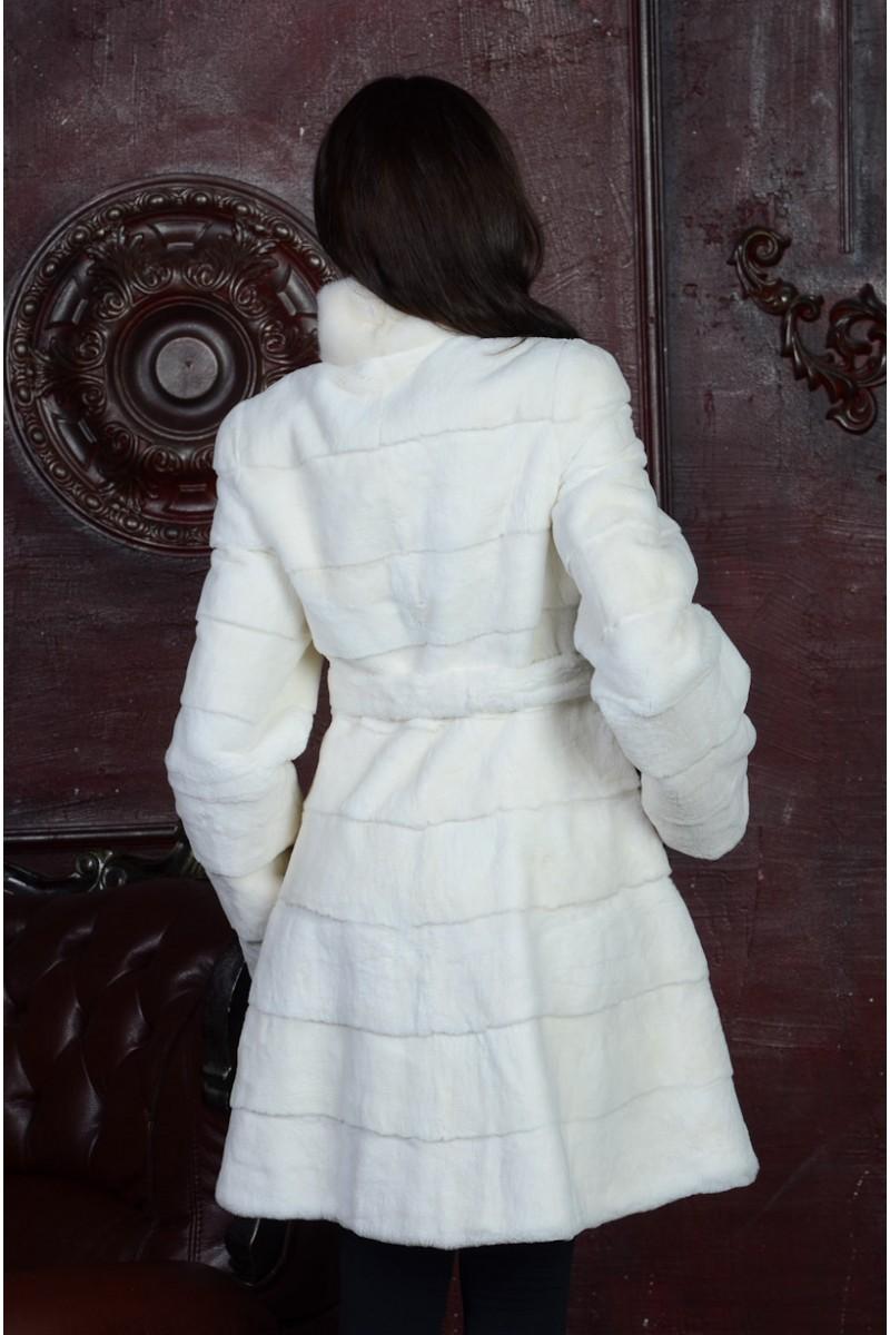 Белая шуба из стриженного бобрика