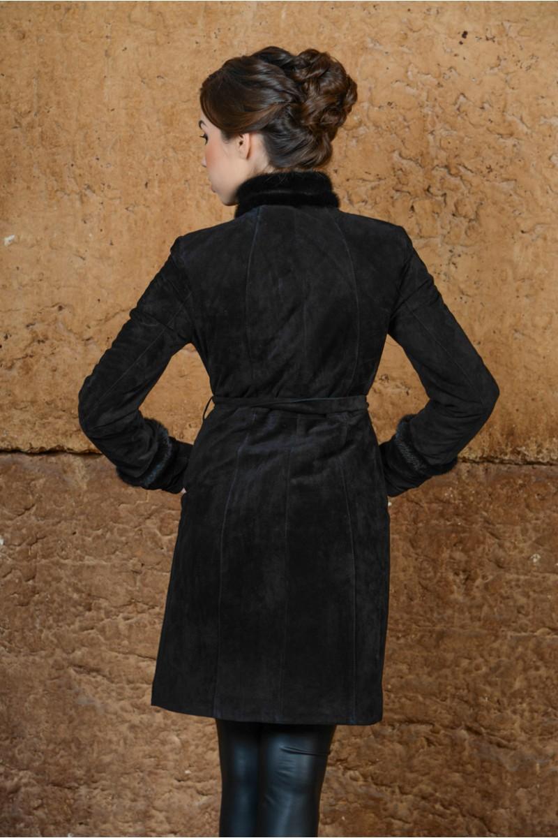 Женский плащ украшенный мехом нори
