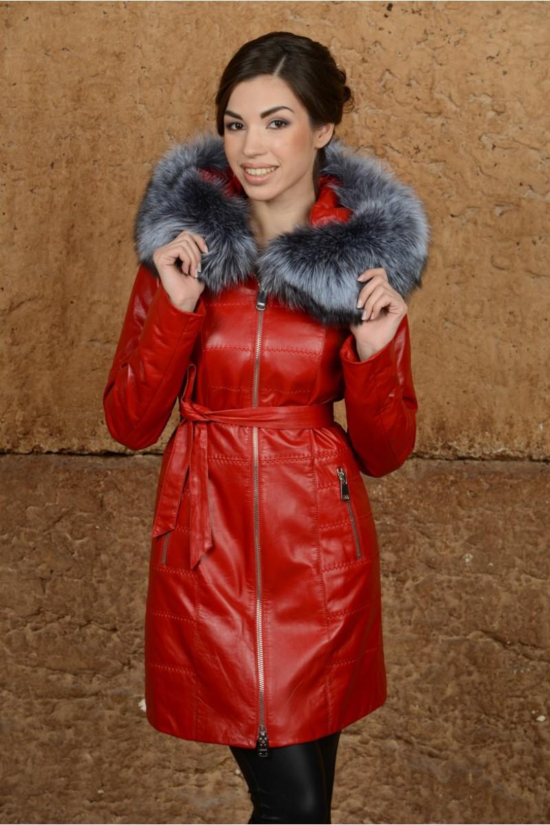 Красный кожаный плащ на зиму