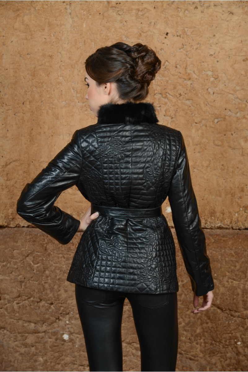 Модная куртка с мехом норки