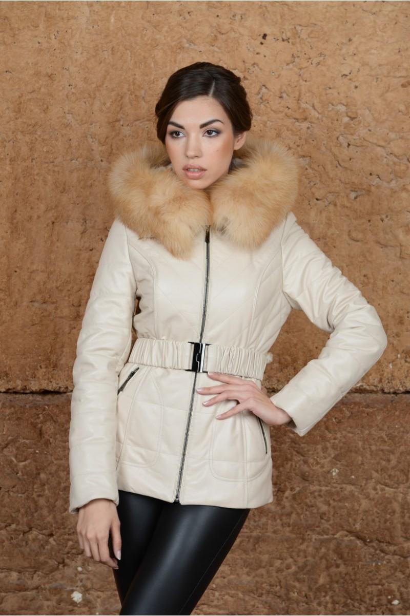 Белая кожаная куртка с мехом