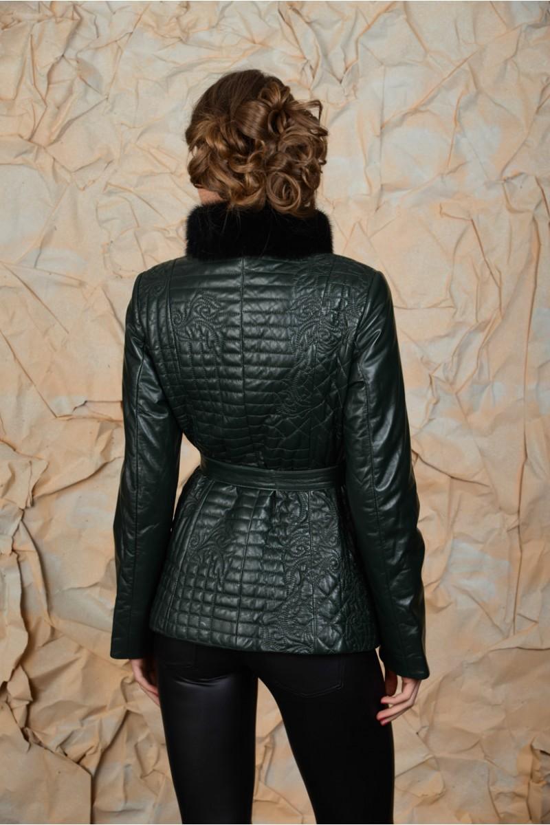 Тёмно- зелёная куртка с норкой