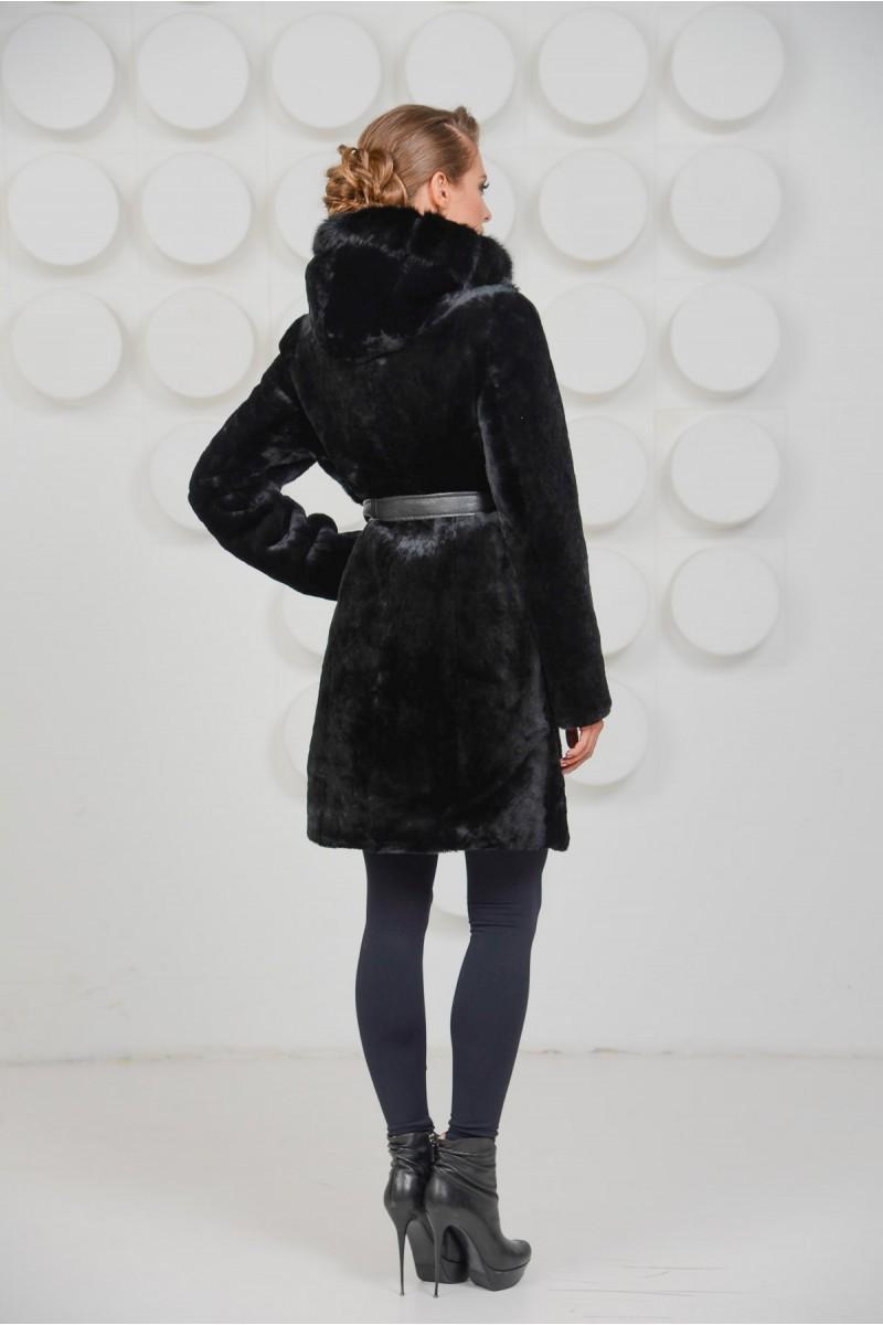 Чёрная шуба из мутона комбинированная с мехом норки