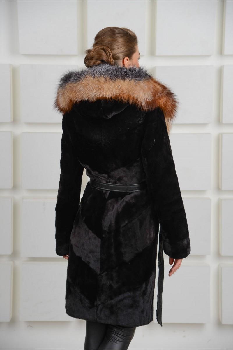 Модная мутоновая шуба с воротником