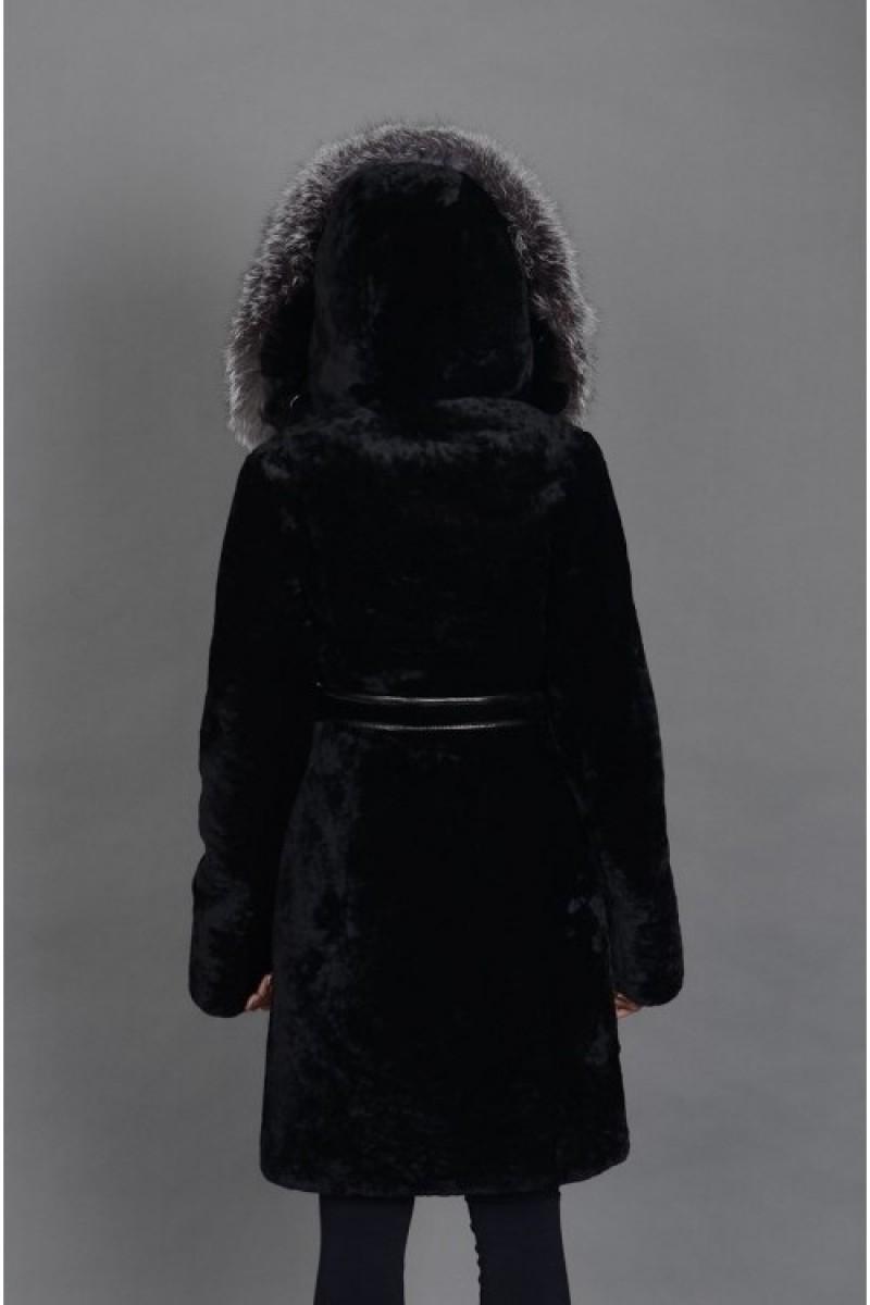 Женская шуба из мутона с капюшоном из чернобурки