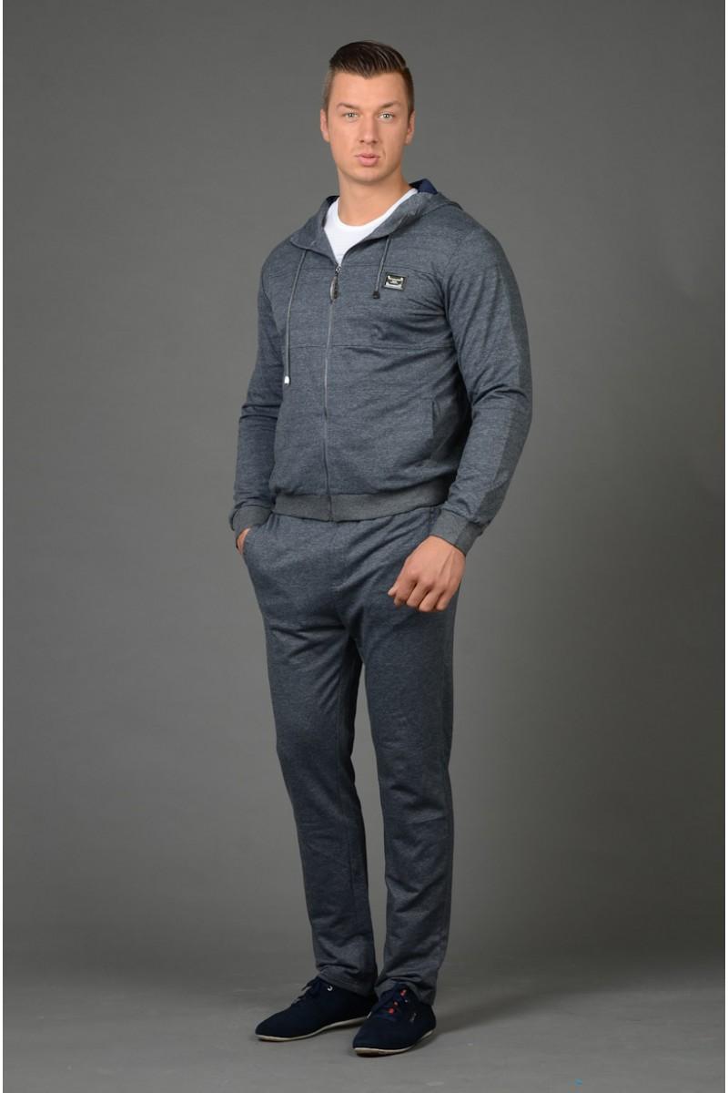 Серый костюм для улицы