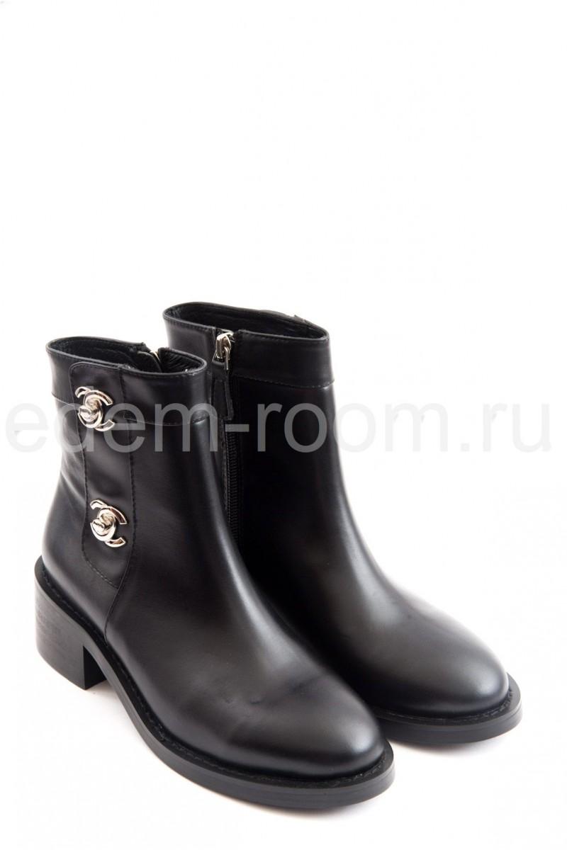 Модные кожаные ботинки
