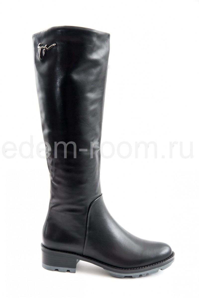 Кожаные сапоги на низком каблуке