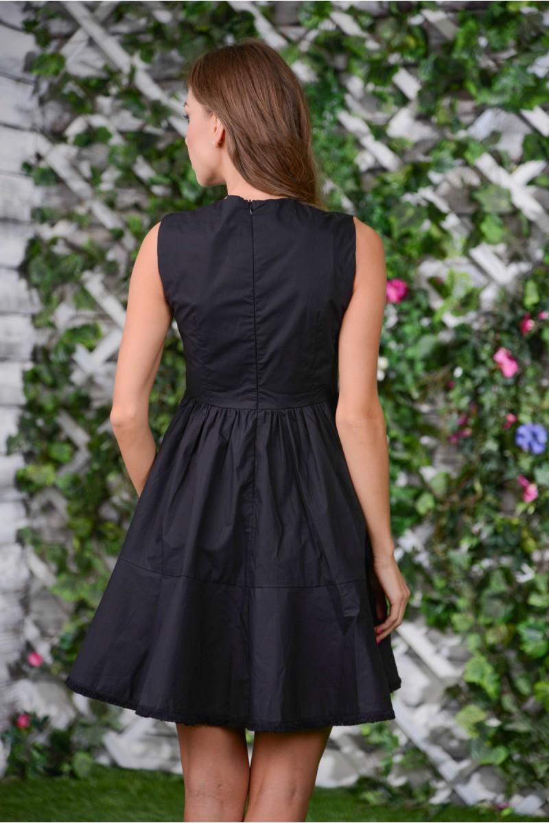 Чёрное платье с ярким принтом