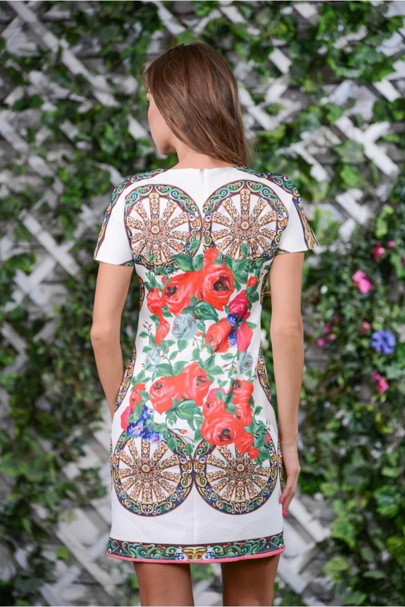 Яркое летнее платье с принтом колесница
