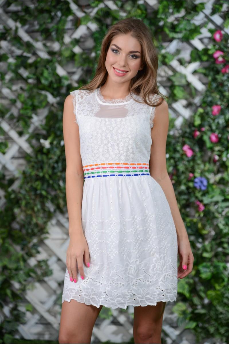 Белое лёгкое платье