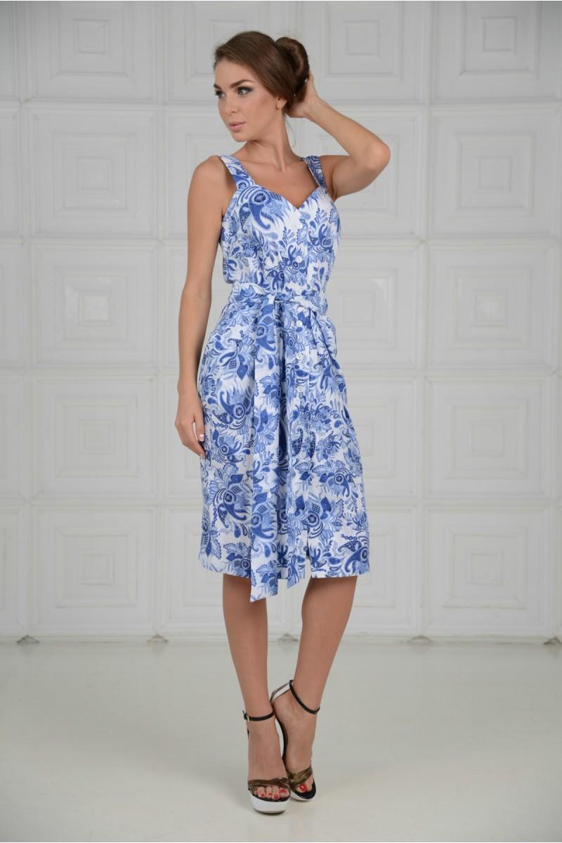 Нежно - голубое платье на пуговицах