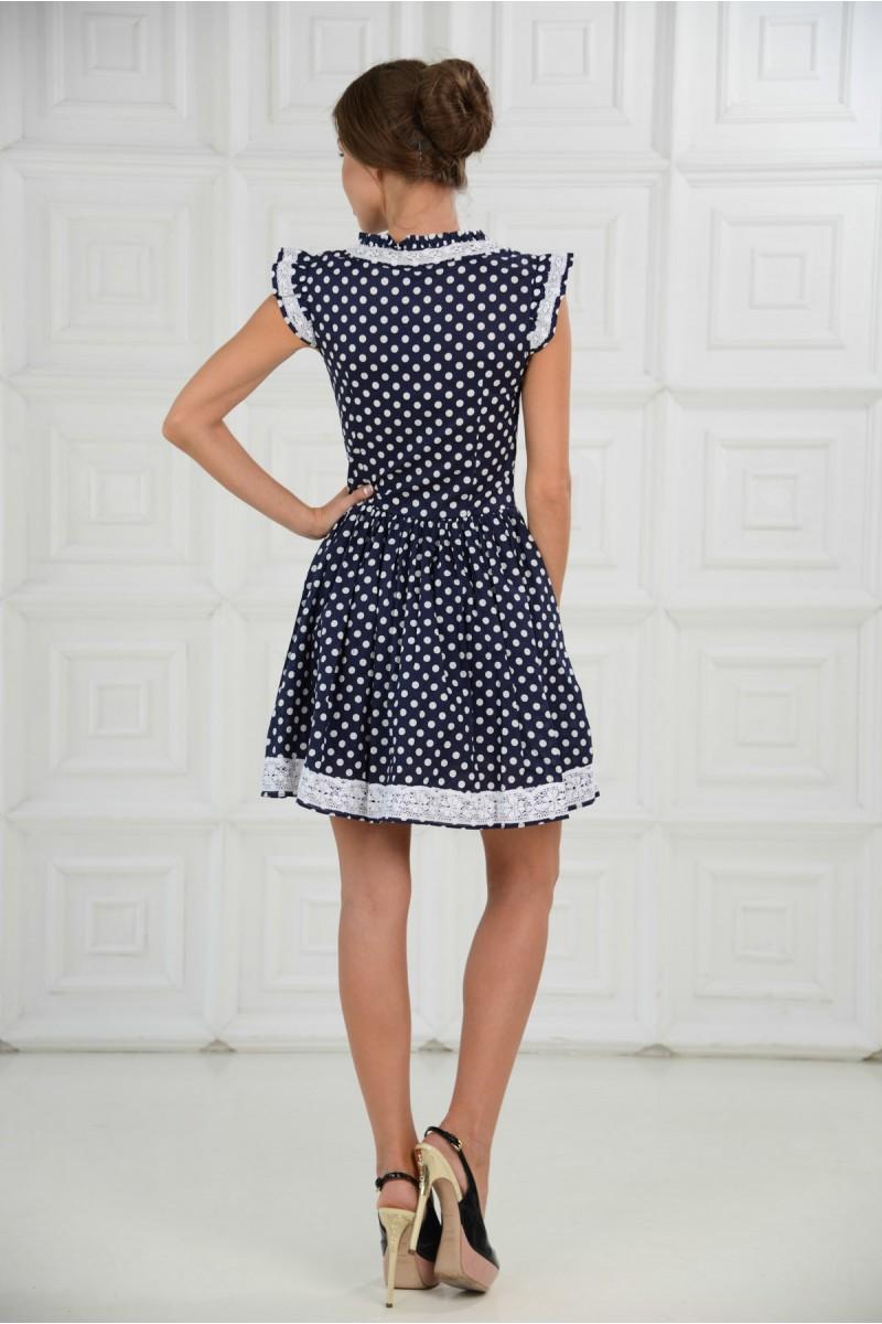 Короткое платье в горошек