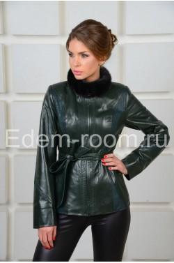 Женская зелёная кожаная куртка