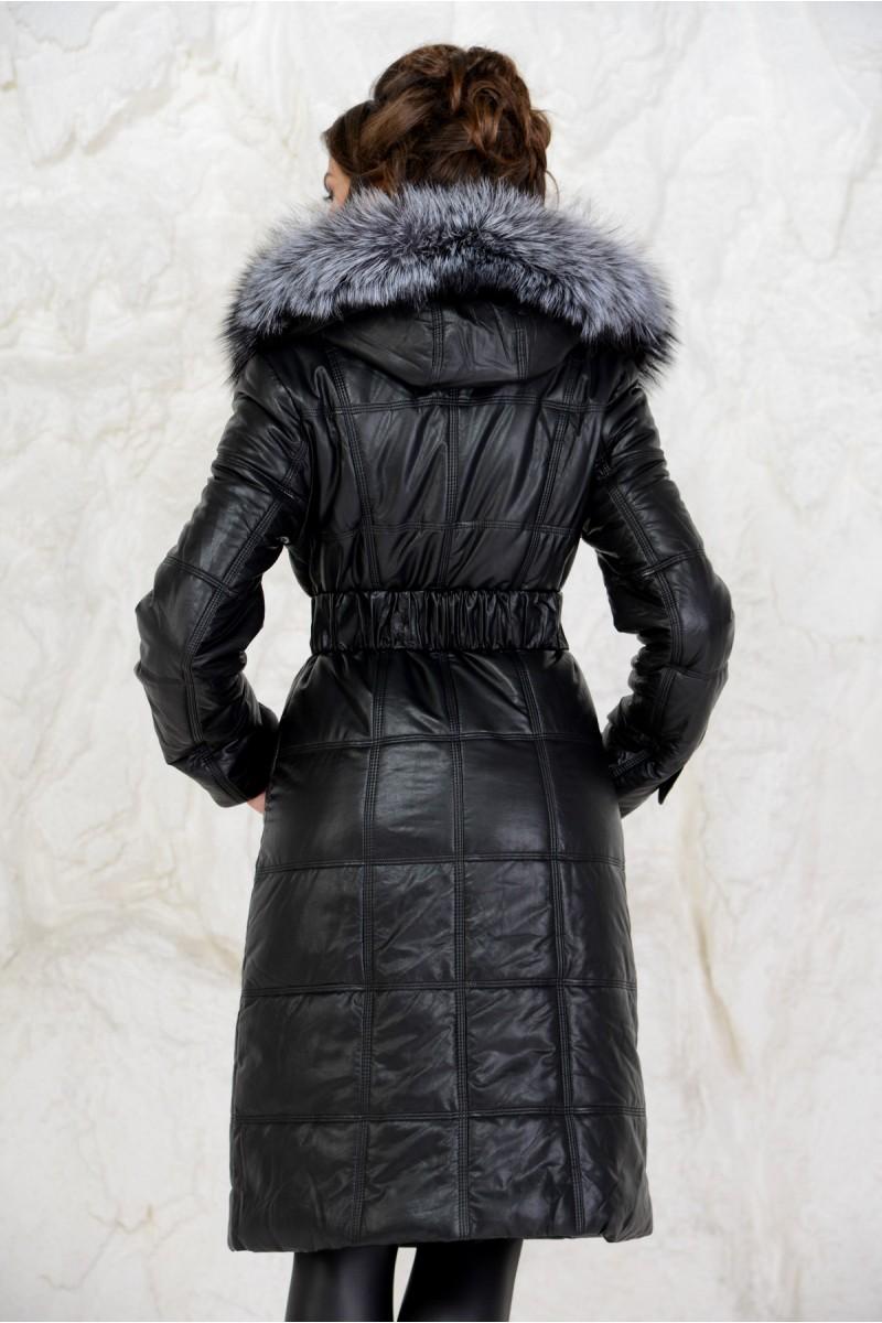 Удлинённый пуховик чёрного цвета