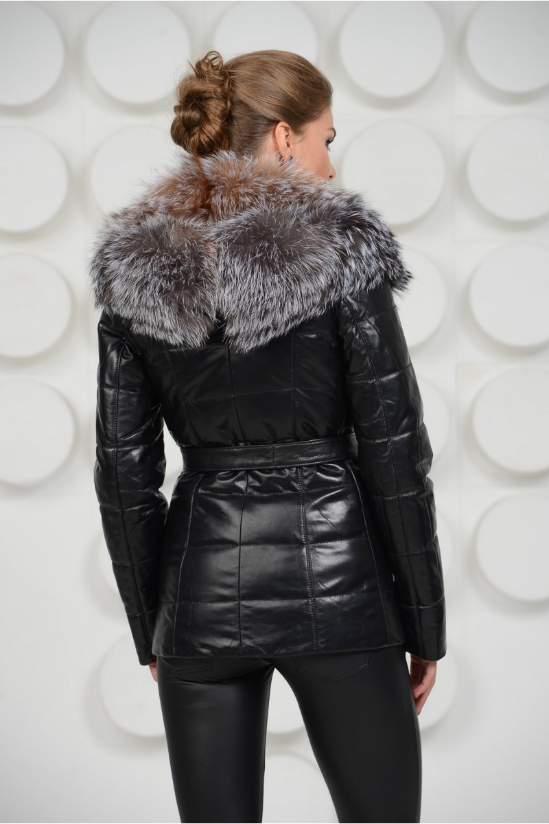 Кожаная куртка с воротником из чернобурки