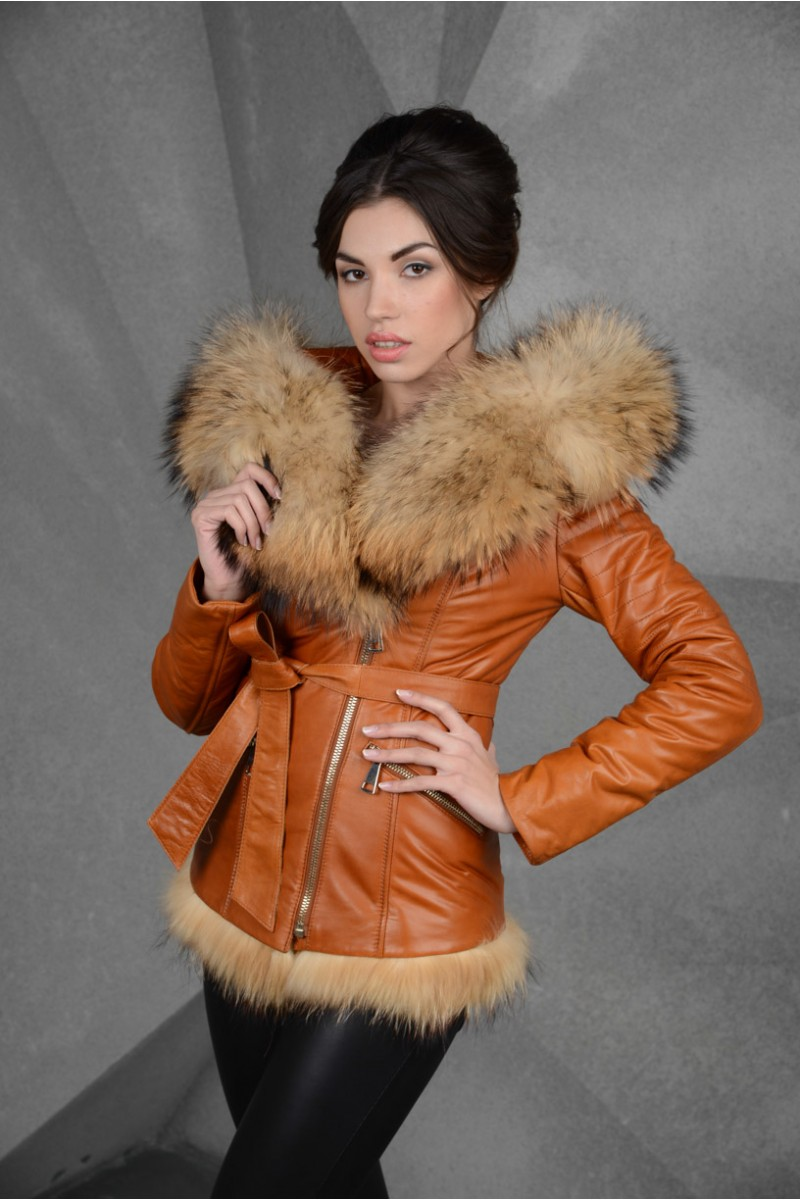 Шикарная куртка кожаная с капюшоном