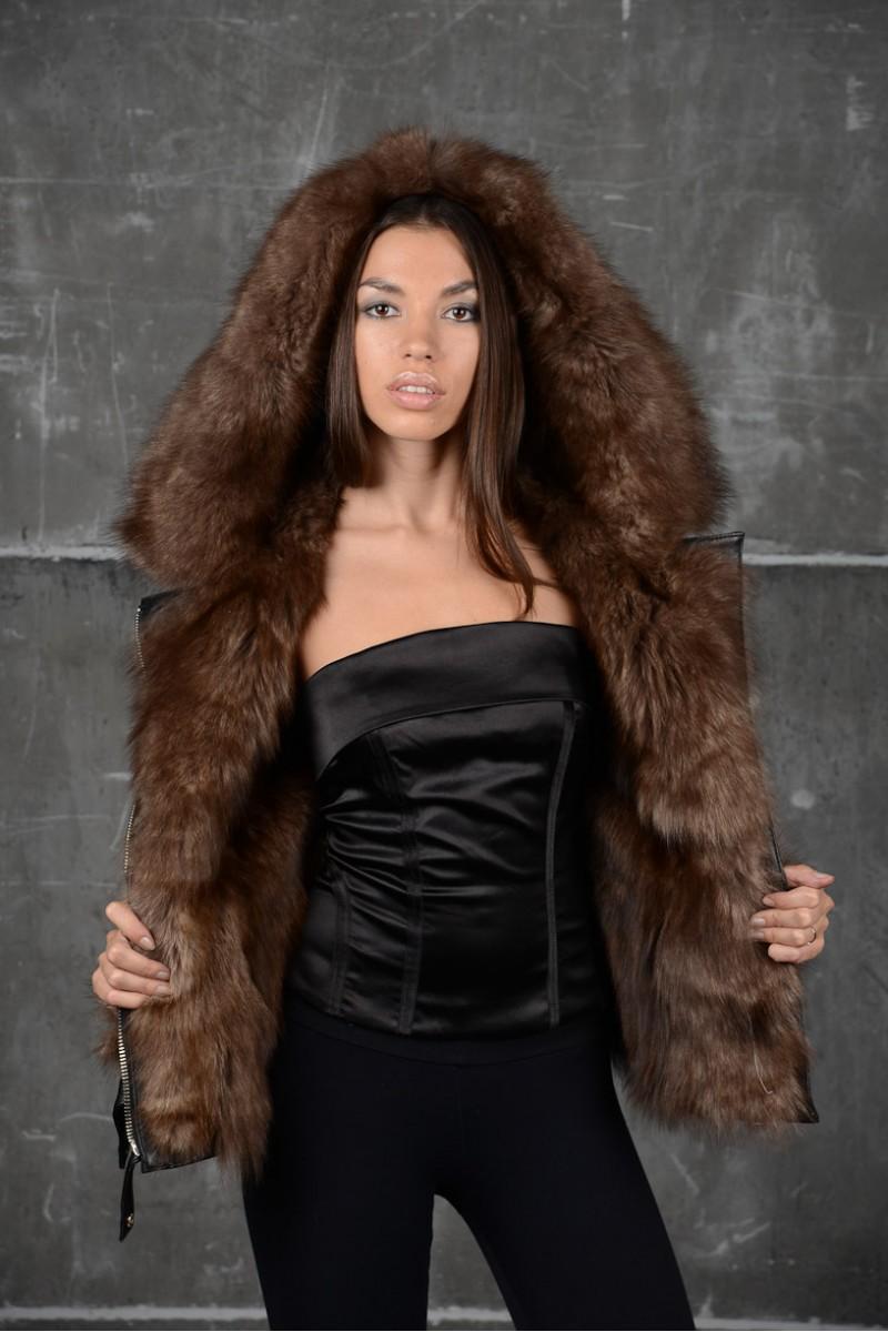 Зимняя стильная короткая кожаная куртка