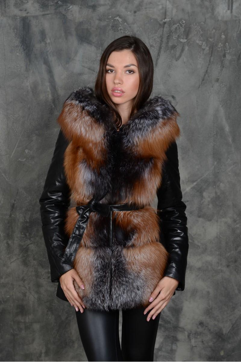 Куртка - жилетка с мехом чернобурки и лисы.
