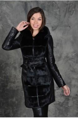 Кожаное пальто украшенное мехом норки