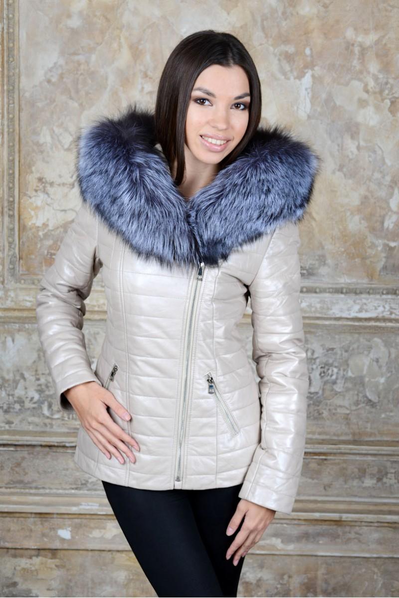 Светлая кожаная куртка с мехом чернобурки