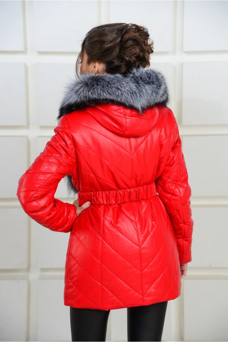 Красная куртка из эко-кожи с мехом чернобурки