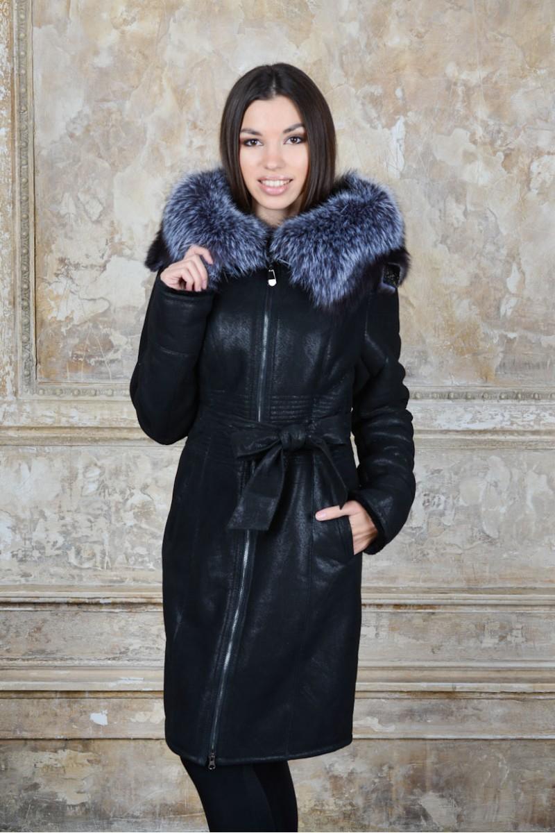 Удлиненная женская дубленка украшенная мехом чернобурки