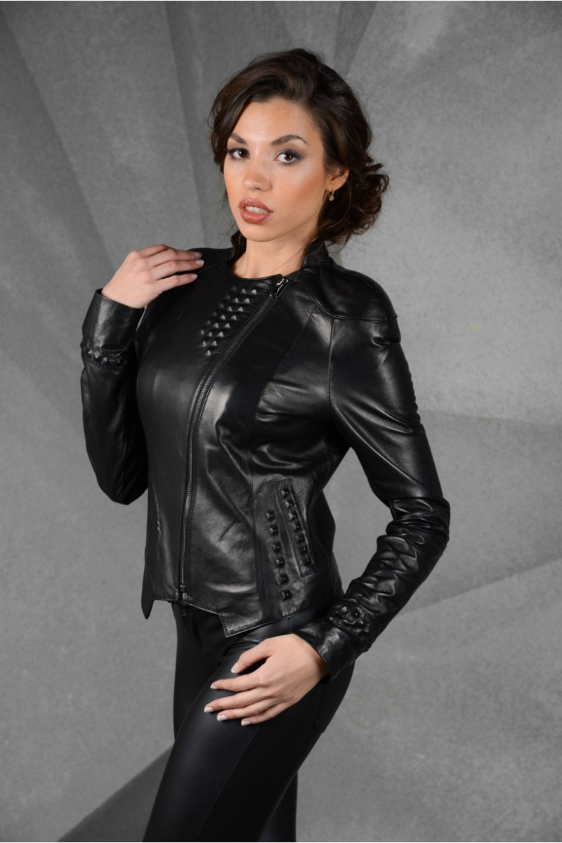 Молодёжная кожаная женская куртка