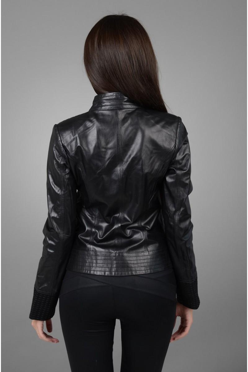 Стильная женская кожаная куртка на весну