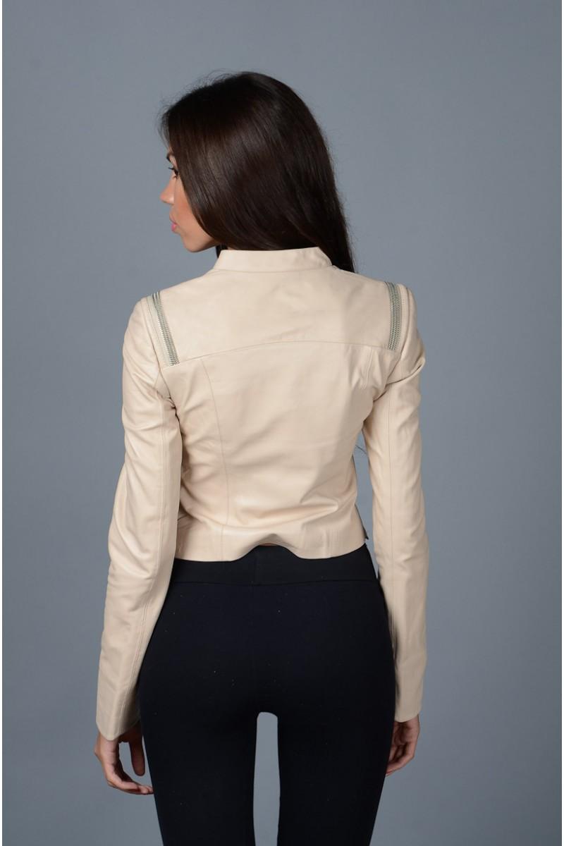Кожаная короткая женская куртка