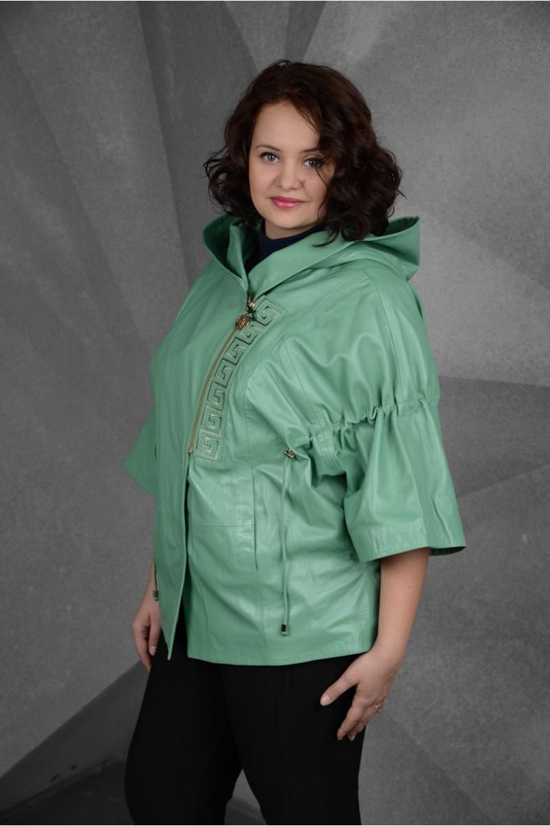 Стильная куртка из кожи для дам
