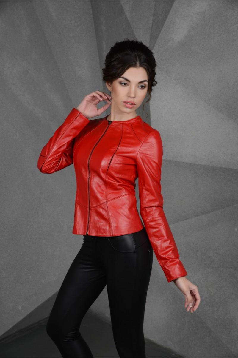 Модная  куртка из красной кожи
