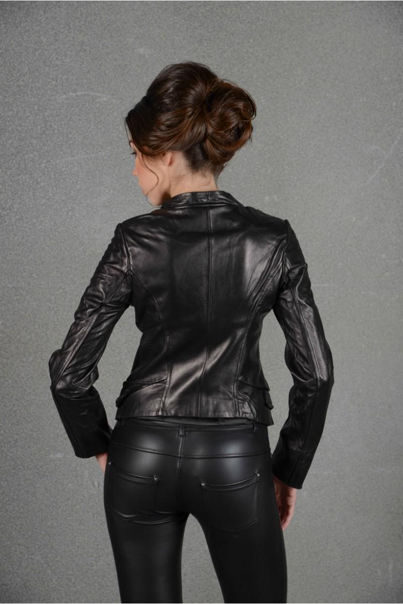 Чёрная куртка из натуральной кожи