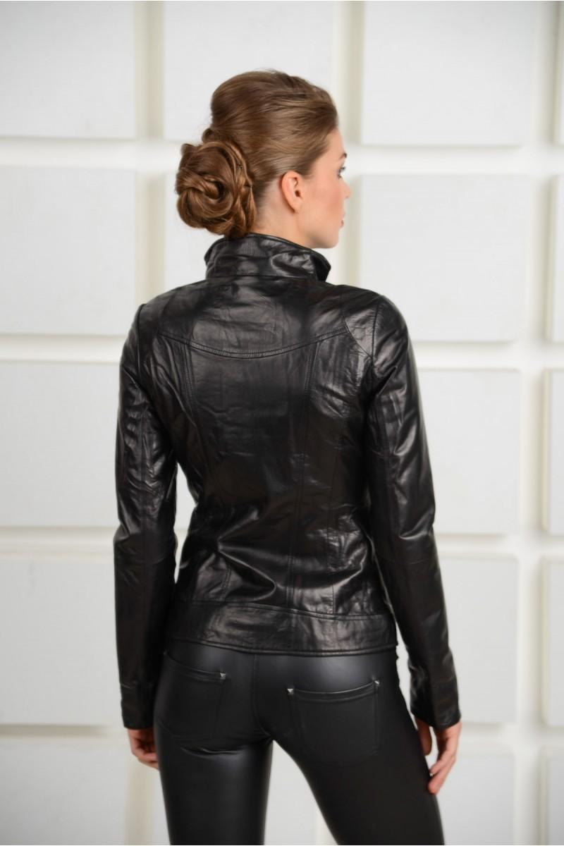 Кожаная черная куртка на кнопках