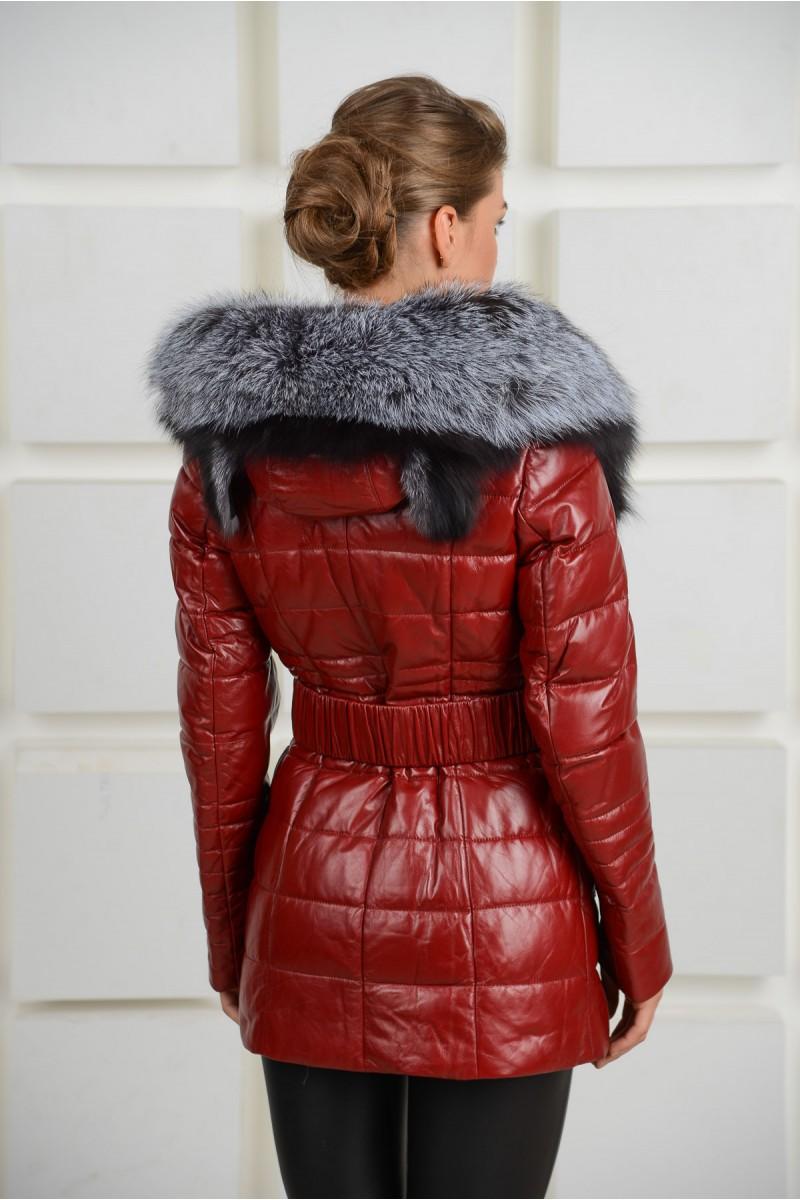 Красный кожаный женский пуховик с чернобуркой