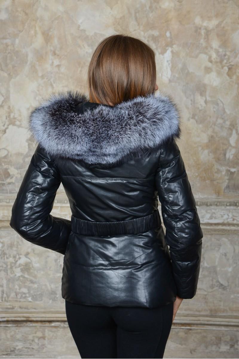 Женский укороченный кожаный пуховик с мехом чернобурки