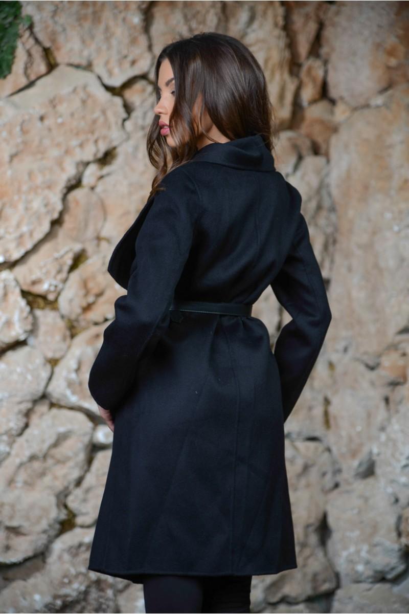Чёрное кашемировое пальто MaxMara.